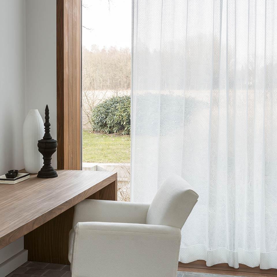 Hvide gardiner efter mål